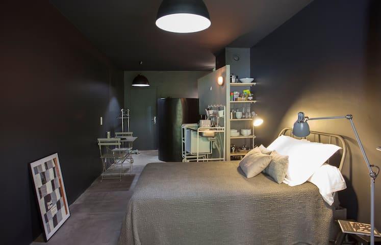 """Studio, """"Anchor Noire"""" in Erbalunga"""