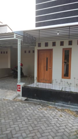 Rumah disewakan / House for Rent - Colomadu - House