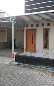 Rumah disewakan / House for Rent - Colomadu