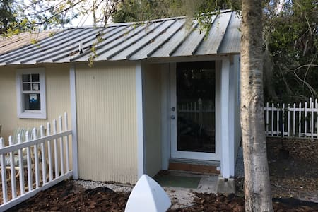 Cozy bungalow close to downtown - Мельбурн - Бунгало