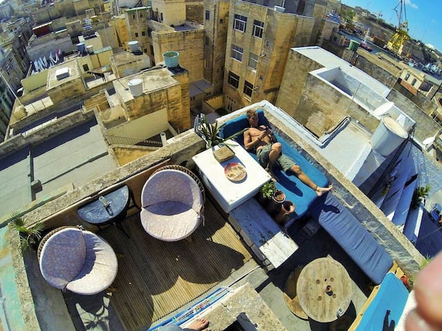 Single bed in shared room at my super chilled home - Cospicua