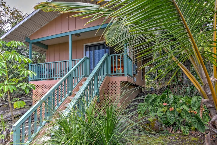 Kona Cottage w/Lanai & Ocean Views on Coffee Farm!