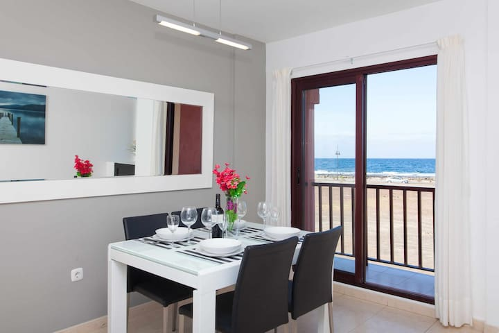 Beautiful apartment overlooking the sea for 4 pax, bright, wifi.