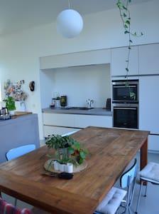 Modern woonhuis stadstuin Antwerpen Kiel + Fietsen - 安特衛普(Antwerp) - 獨棟