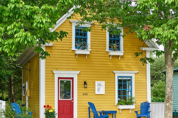 Charming Historic Cottage on Main in Mahone Bay
