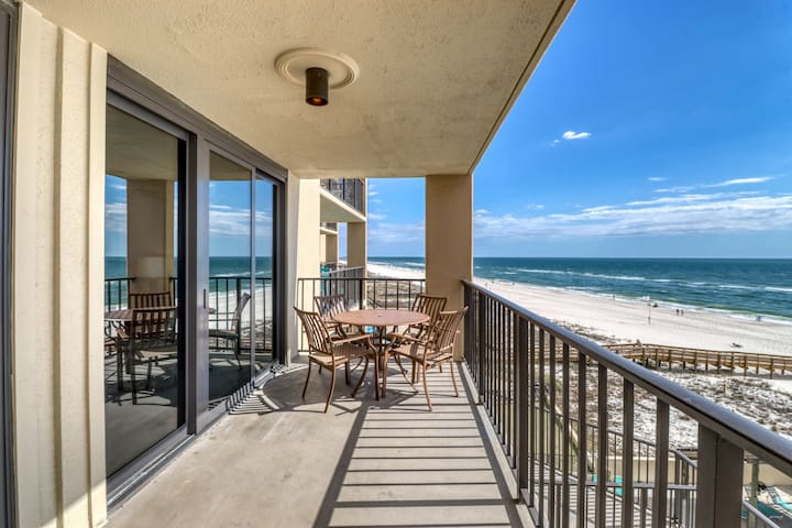 Waterfront condo w/ views, shared pools/hot tub , tennis, gym, & beach access