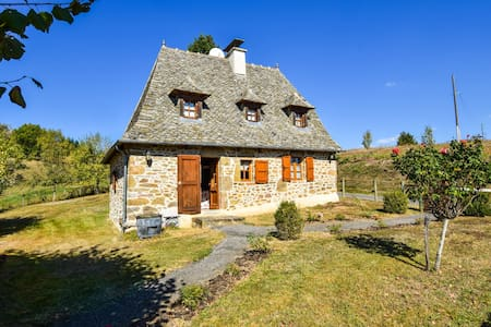 Holiday Home in Auvergne with Roofed Garden and Terrace