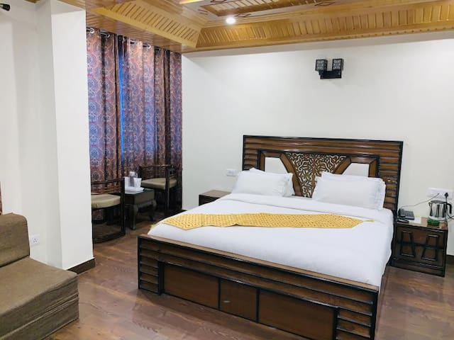 Relaxing and Enjoyable Stay at Shimla with Breakfast