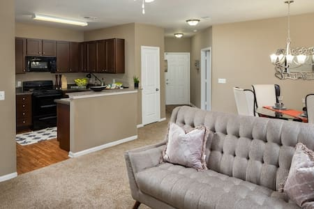 2BR/2BA luxury apt centrally located in Hanahan