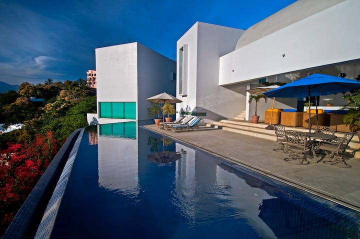 Villa Esmeralda. Luxury beach house in Manzanillo