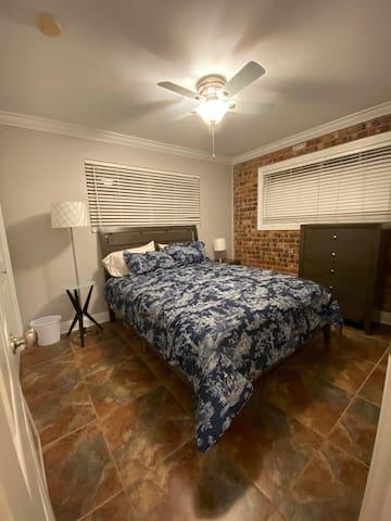 Queen bed in room 1