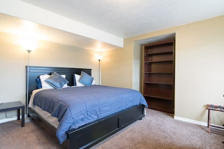 Private King bed, great location close to freeway.