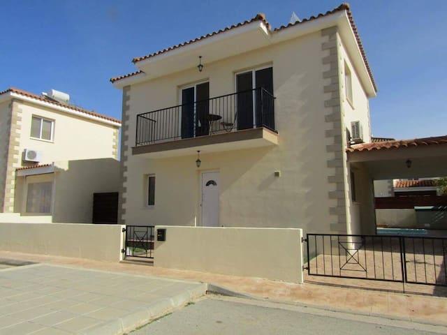 3 bedrm villa & pool. Frenaros - Frenaros - Huis