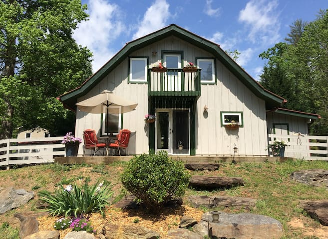 Peaceful Happy Sunny Clean Cottage - Cleveland - Hytte