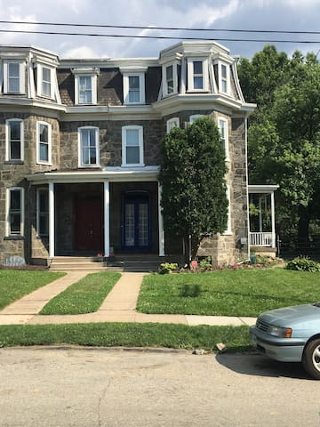 Rooms for rent in spacious Victorian Home - Philadelphia - Bed & Breakfast