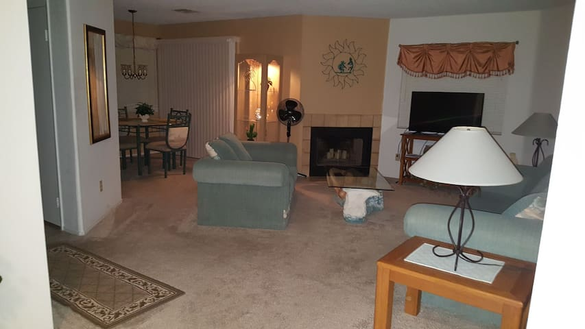 Large Condo in Gated Community - Laughlin - Lägenhet