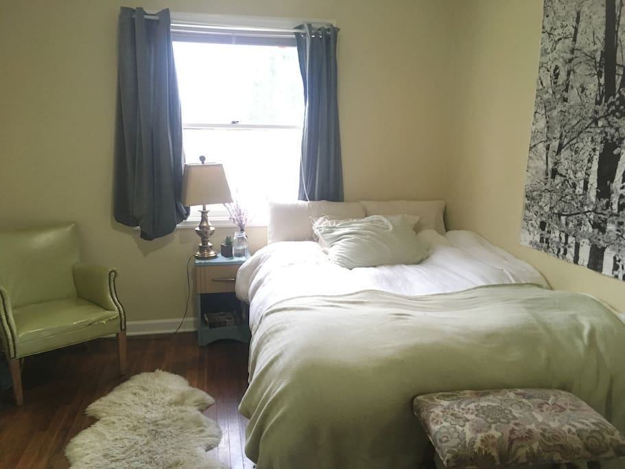 Spacious bedroom: heavenly double bed