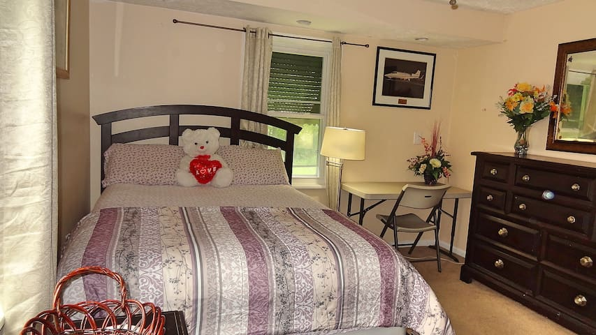 Clean Private Suite-Free WiFi/ClevelndAirprt 28min