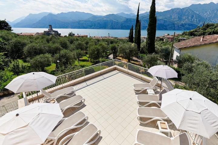 La Pervinca 2 quadr.-2°p-balconi-solarium-giardino