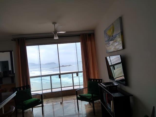 Apartamento frente para o mar- Pitangueiras