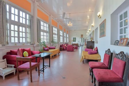 Sun and Breeze Heritage Home in Connaught Place