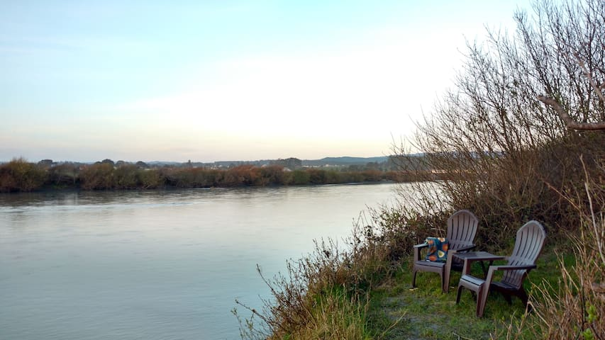 River Side Getaway~ Enjoy Wildlife, Long walks on Beach, Paddle on River,