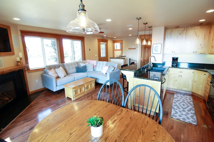 Open kitchen and living room with plenty of seating for your entire family.