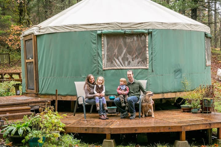 Glamping in a Peaceful Yurt tucked in the forest
