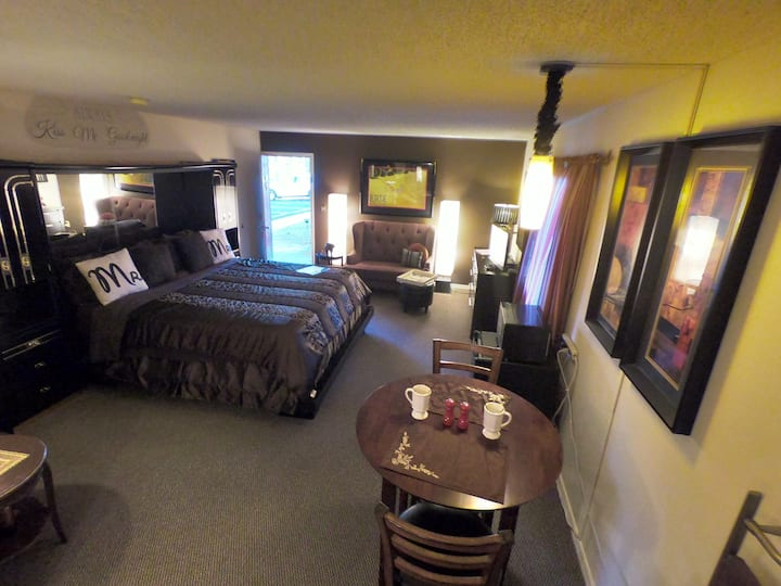 Suite 101 - Tradewinds Lodging and B&B