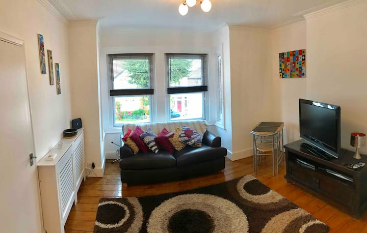 Cosy 1 bed flat, 10 mins from Heathrow Airport