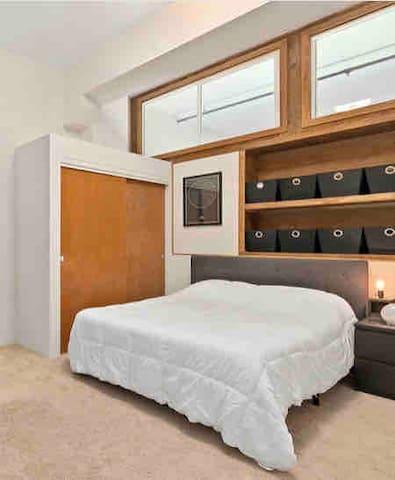 2nd bedroom-upstairs