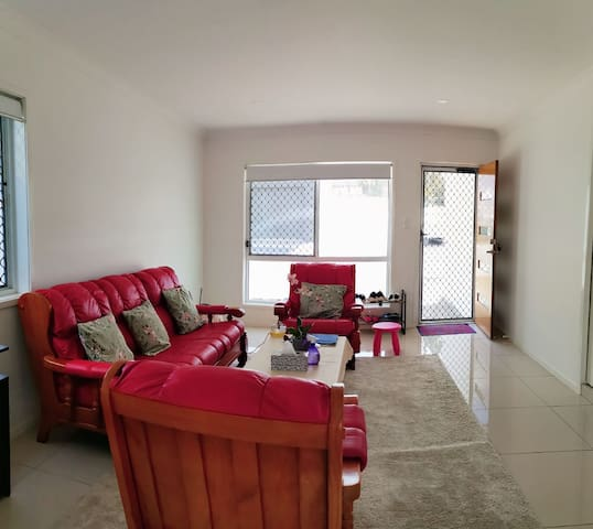 A Nice Room of the Townhouse in Calamvale
