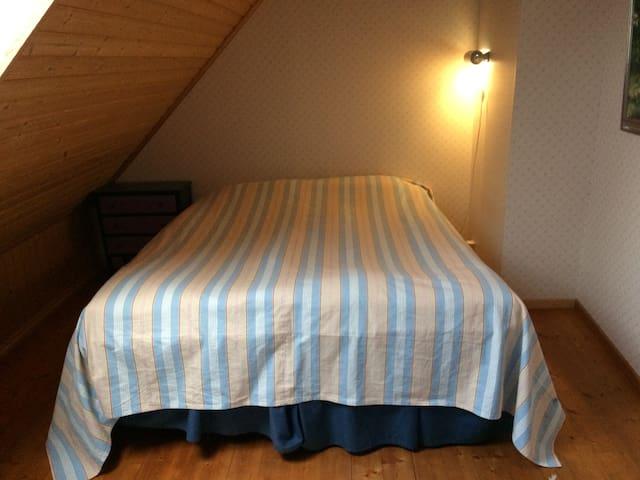 Blå rummet här finns även en spjälsäng