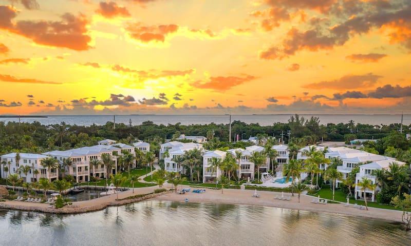 4 Bedroom Waterfront Villa with Bunkbeds