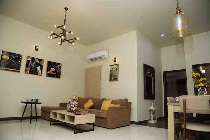 Contemporary 3 Rooms/3 bed safe & secure location
