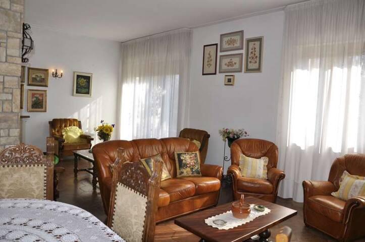 Villa singola con ampio giardino - Pietrasanta - Dom