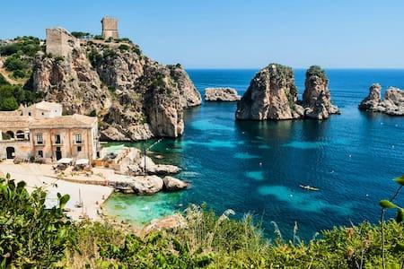 """Casa Maja"" Studio by the Sea in Taormina"