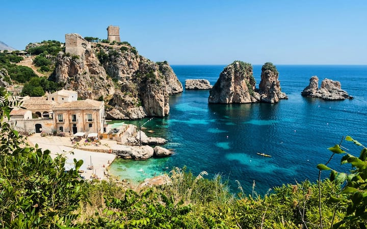 """Casa Maja"" Studio by the Sea in Taormina"