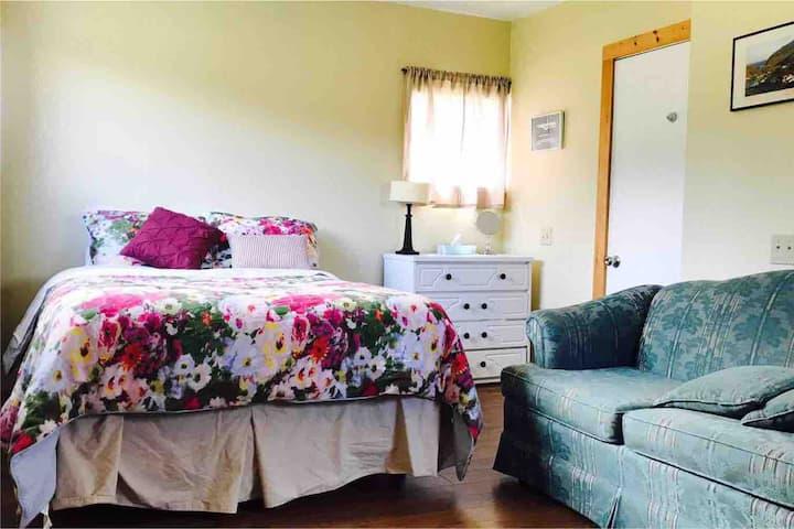 Gros Morne Gateway | Hot-tub | One-Bed Studio