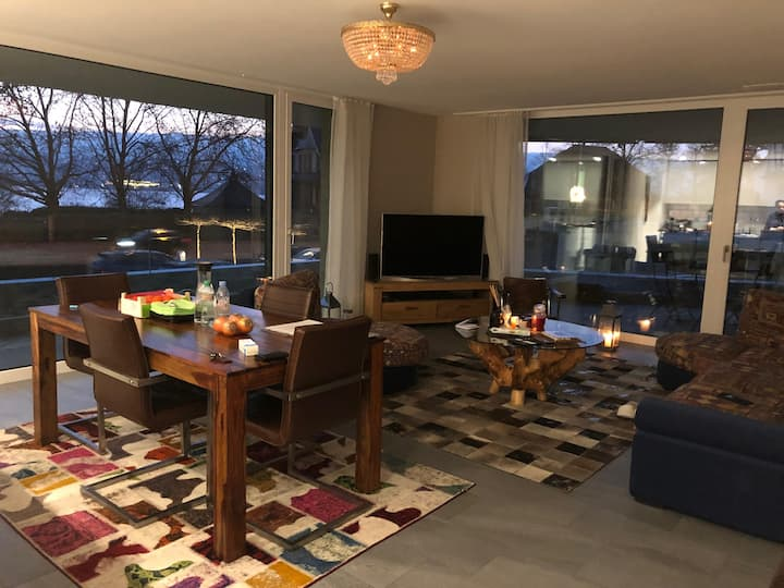 Chic & Cosy Lake front Appartment close to Zürich