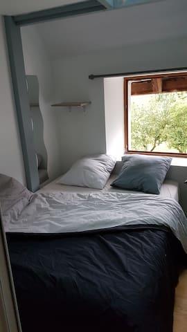 Chambre dans maison savoyarde, au calme .