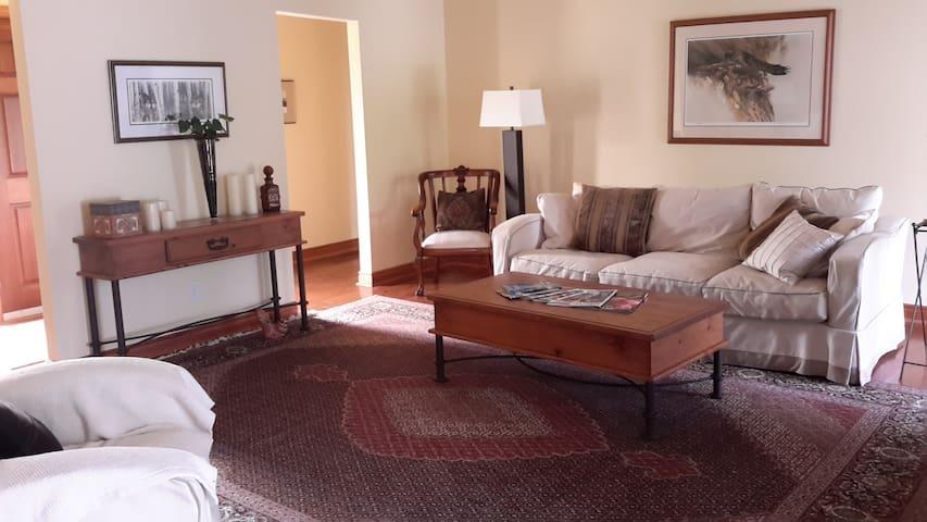 3 bedroom Bungalow near Blue Mtn