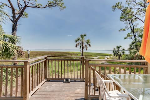 Charming Bay-side Bungalow with convenient outdoor shower, WiFi and private deck
