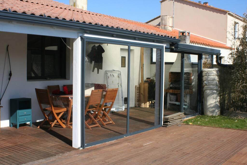 Terrasse abritée avec plancha