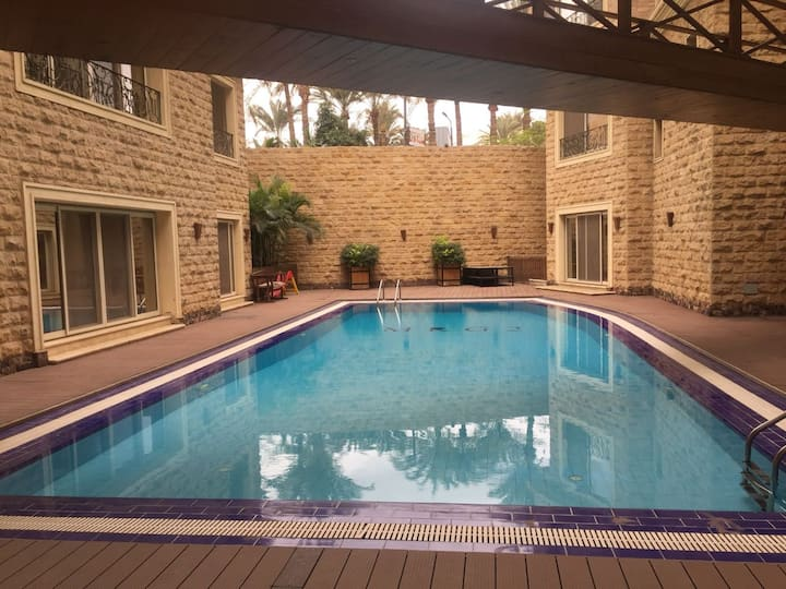 Rich & Sunlit Private Poolside Accommodation Maadi
