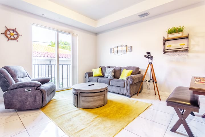 Little Havana - Calle 8 New Townhouse | Sleeps 8