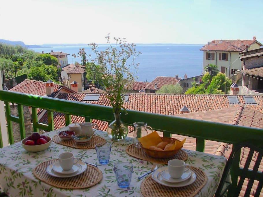 Our terrace and breakfast - terrazzo e colazione
