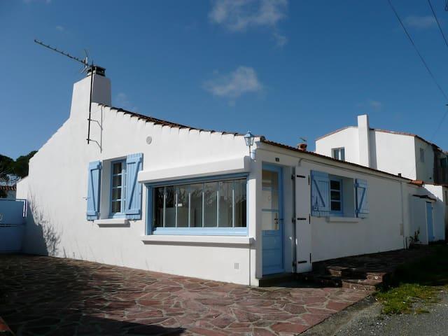 Maison de pays avec jardin clos (42) - Barbâtre - House