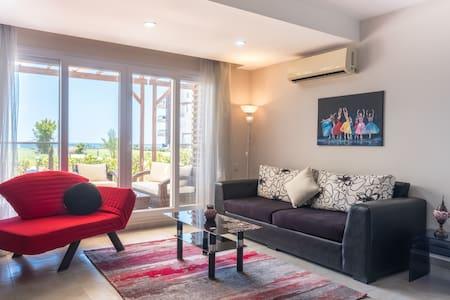 Aramis Apartment with Sea View