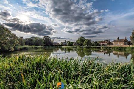 Norfolk Midcentury-modern home HOT TUB Pond Views.